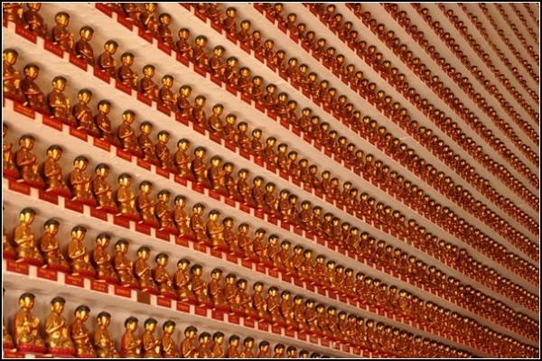 Буддийский монастырь в Гонконге: храм десяти тысяч Будд