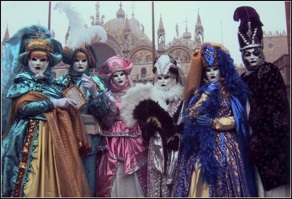 Карнавал в Венеции: маски и краски