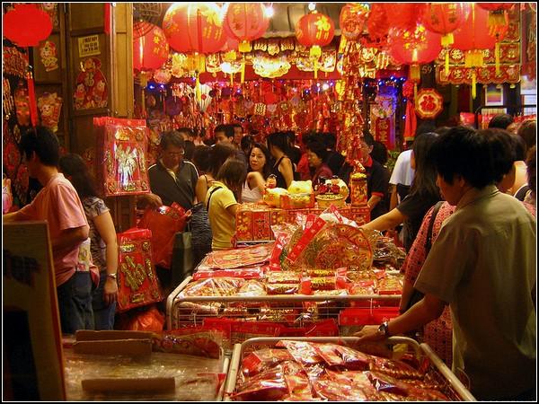 Новый год в китайском стиле: прилавки ломятся