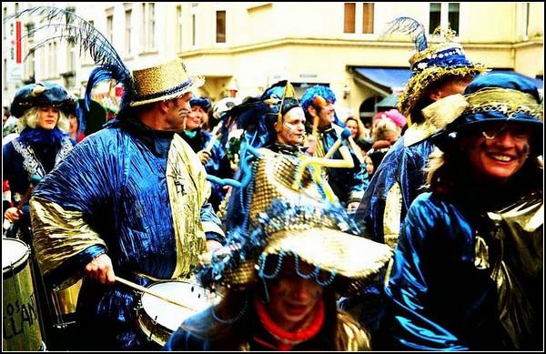 Карнавал в Германии: кельнцы веселятся