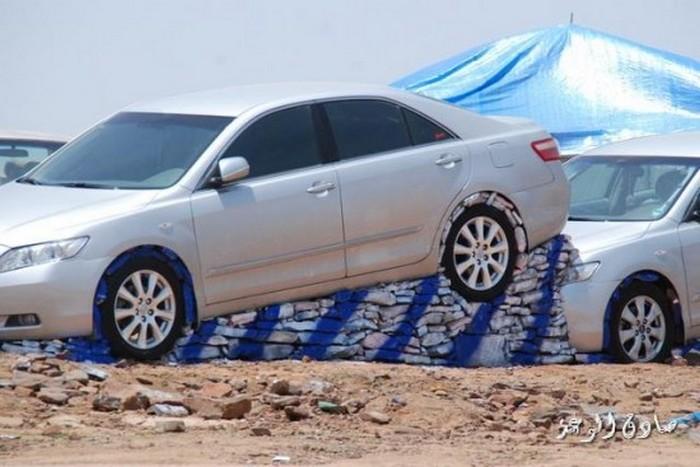 Стоянка для машин по-арабски: время собирать камни