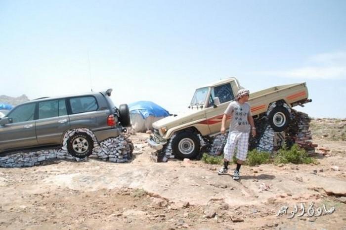 Стоянка для машин в Абхе