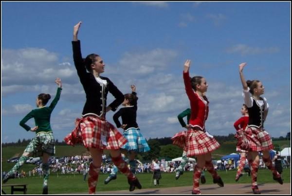Дети и подростки тоже хранят шотландские традиции