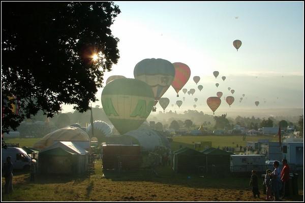 Праздник воздушных шаров: шары и солнце