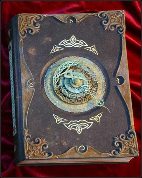 Искусство книг: древние фолианты