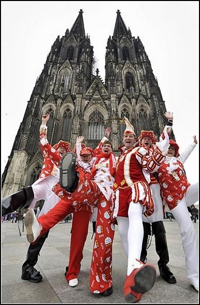 Карнавал в Германии: мрачная готика и забавные наряды кельнцев