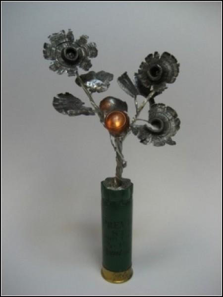 Пуля-дура: цветок из гильз