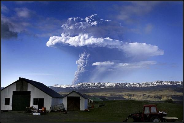Прекрасное и ужасное рядом: над всей Исландией облачное небо
