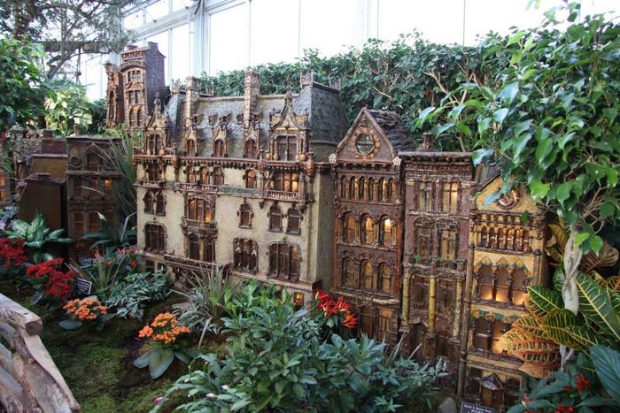 Растения ботанического сада и миниатюрная железная дорога