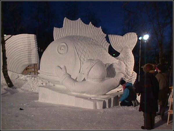 Снежная скульптура из Кируны: рыба