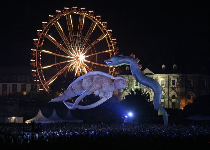 Воздушное шоу Les Plasticiens Volants: гигантские летающие марионетки