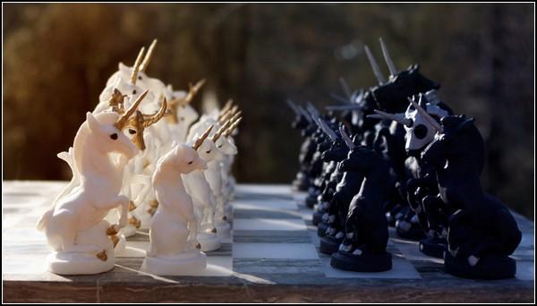 Шахматное поле боя: единороги против единорогов