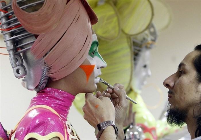 Оригинальные прически, которые спасают жизни: шоу стилистов в Москве
