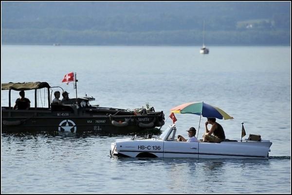 Гонки автомобилей-амфибий на озере Нёвшатель