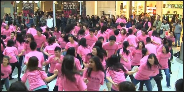 Флешмоб против запугивания: 300 танцоров