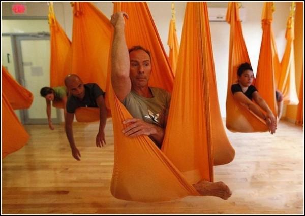 Новая йога: медитация в подвешенном состоянии