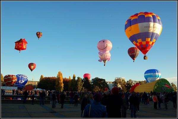 Праздник воздушных шаров в парке Канберры