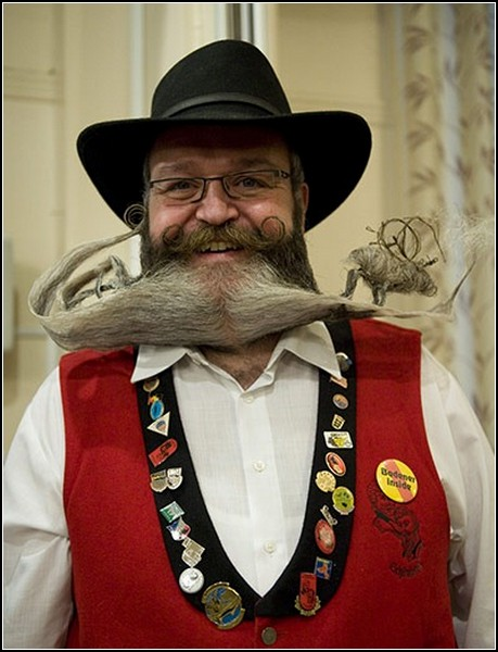 А вот и чемпион со скульптурной бородой