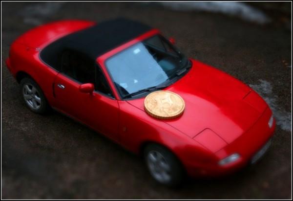 Большая монета и автомобиль