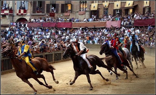 Большие скачки в Италии: грандиозное состязание Палио ди Сиена