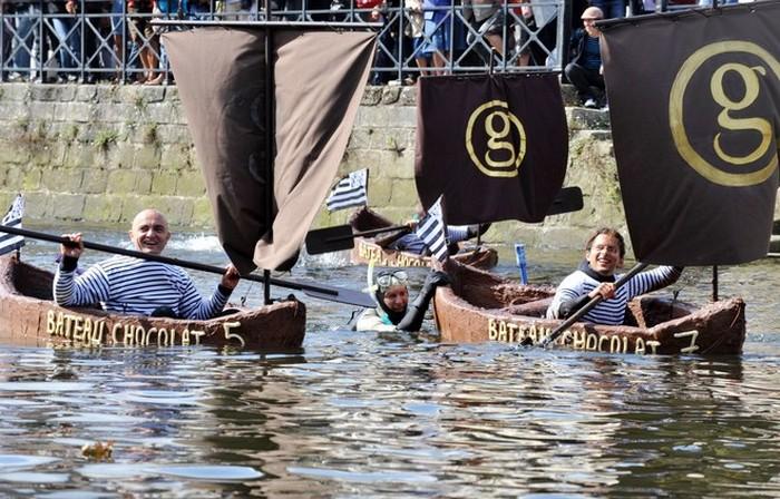 Большие шоколадки-лодки: самая сладкая регата