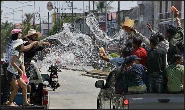 Сонгкран: очищение водой и тайский Новый год
