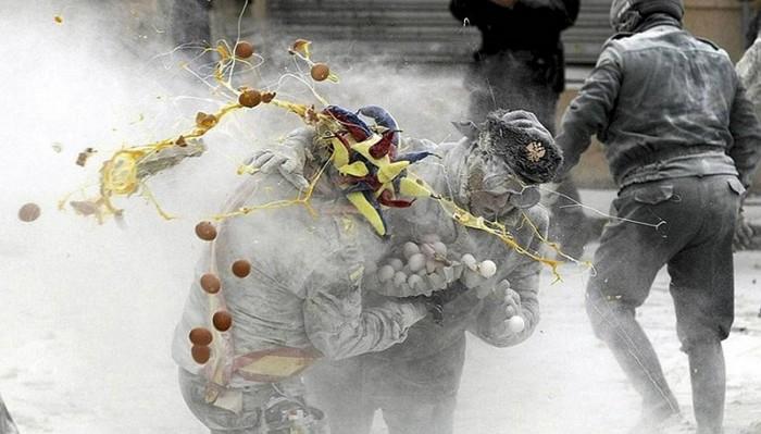 Государственный переворот с применением яичного оружия