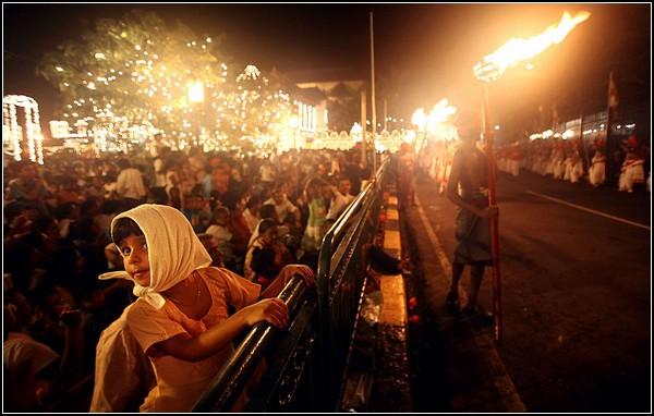 Фестиваль в честь старого зуба Будды