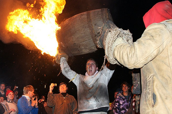 http://www.kulturologia.ru/files/u9253/flaming-barrels-05.jpg