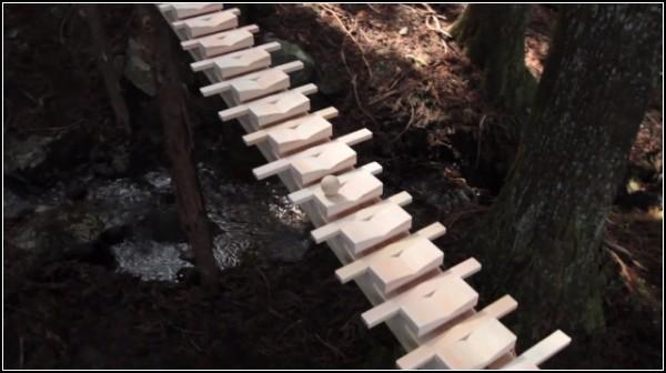 Деревянный ксилофон играет Баха