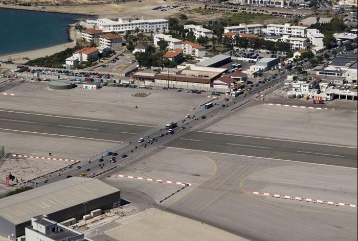 Взлетно-посадочная полоса-перекресток: самый беззаботный аэродром