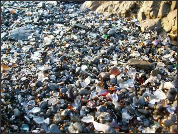Самый красивый пляж в мире: стекло, которое не режет