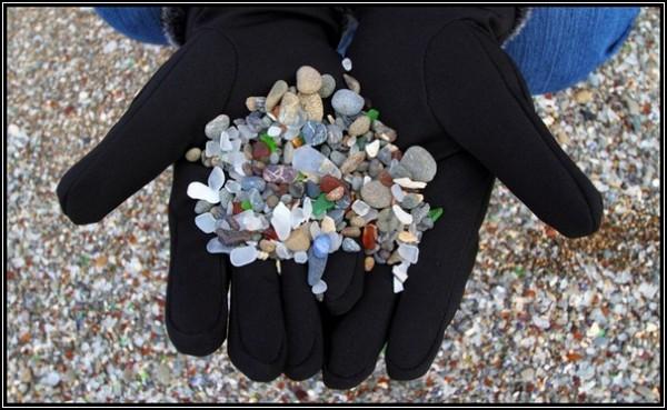 Самый красивый пляж в мире: туристы и стекляшки
