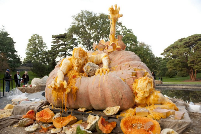 Самая большая тыква на Хэллоуин: зомбипокалипсис!