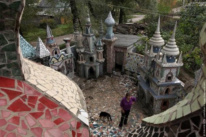 Дворец мечты из строительного мусора