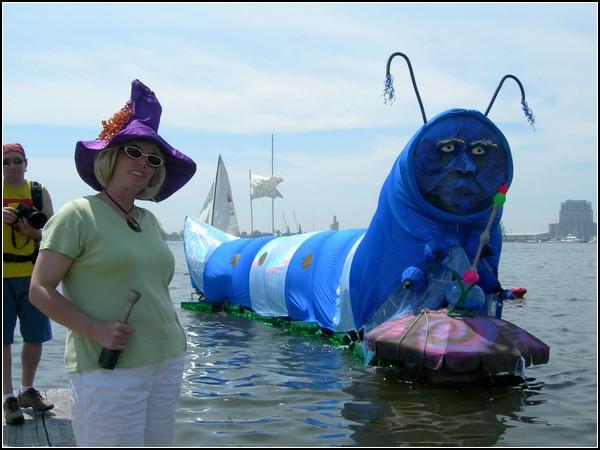 Безумные гонки в Балтиморе: Синий Червяк с грибом и кальяном