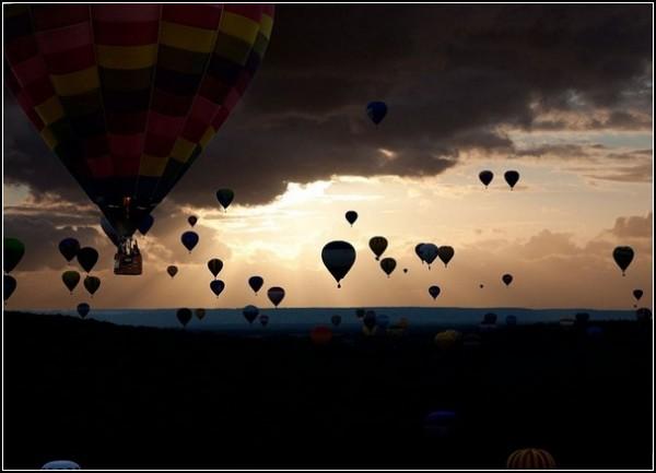 Монгольфьеры-рекордсмены: 343 воздушных шара на фестивале во Франции