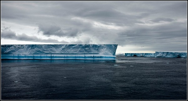 Фото блоковидного айсберга