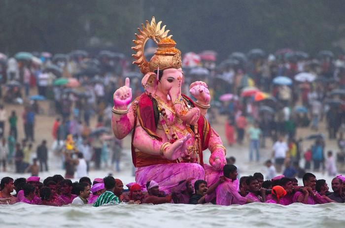 Индийские фестивали: бог-слон Ганеша. 11 сентября, Мумбаи. Фото Вивека Пракаша