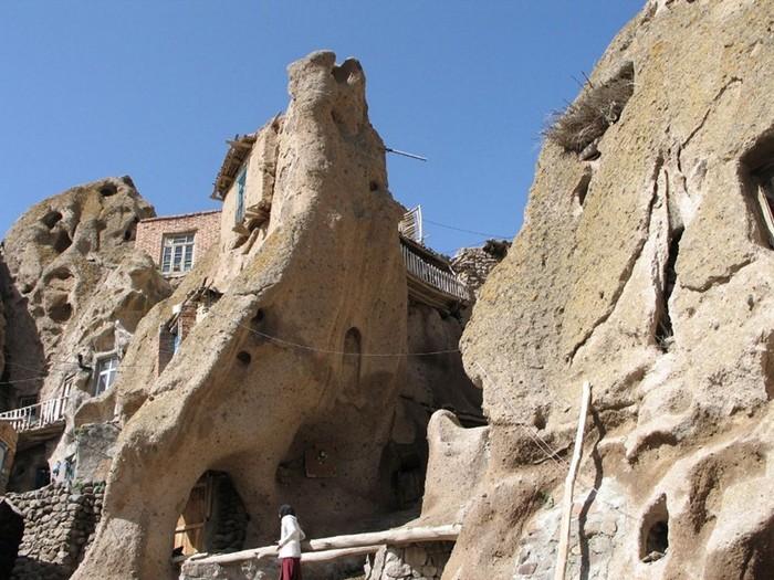 Дома-термитники в пещерах