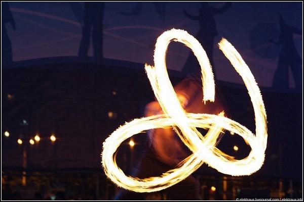 Огненный фестиваль в Киеве: пламя, музыка, танец