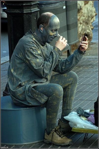 Начало рабочего дня живой статуи
