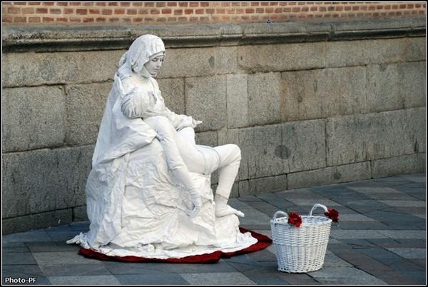 Живые статуи из Барселоны
