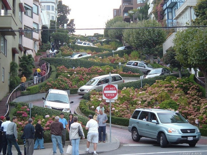 Самая кривая улица в мире