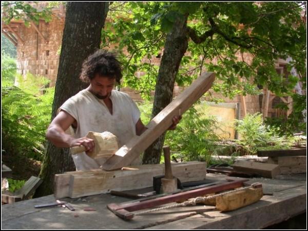 Современные историки превращаются в средневековых плотников
