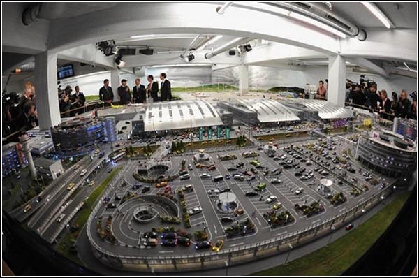 Самый большой аэропорт-миниатюра: первые посетители экспозиции