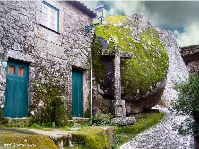 Дома из камня в Монсанто: самый португальский город Португалии