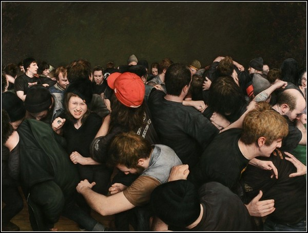 скачать фото толпа мужчин