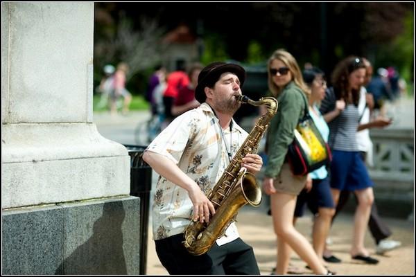 Саксофонист - приверженец *тишизма* в музыке