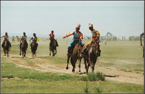 Наадам: монголы скачут к победе